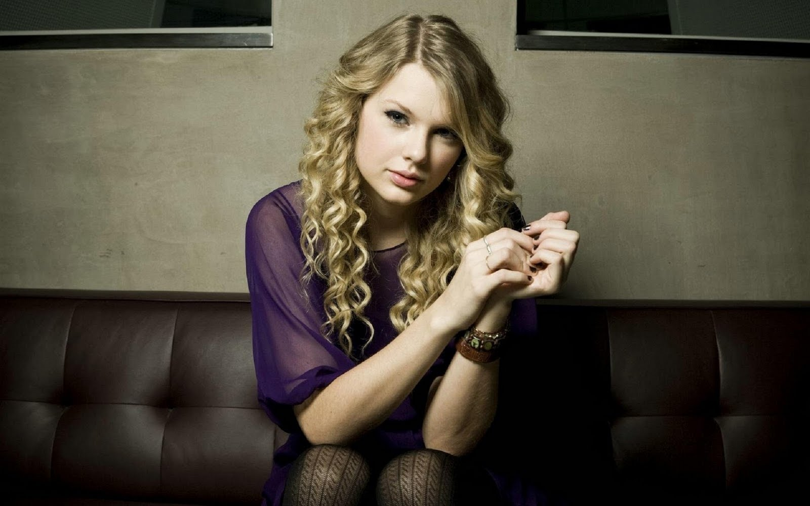 http://1.bp.blogspot.com/-4ajS8wFPj8M/Tmp5H1UV57I/AAAAAAAAG0s/NCdJbHdCnBw/s1600/The-best-top-desktop-taylor-swift-wallpapers-taylor-swift-wallpaper-taylor-swift-background-hd-18.jpg