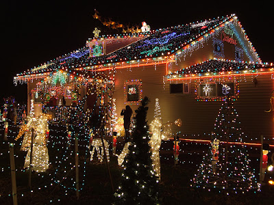 10 Outdoor Christmas Decoration with Lights Combination 7