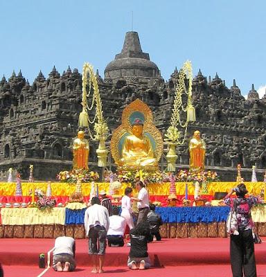 Hari Raya Waisak Perayaan di Borobudur
