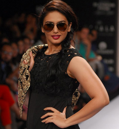Bollywood Actress Huma Qureshi Nip Slip Pictures