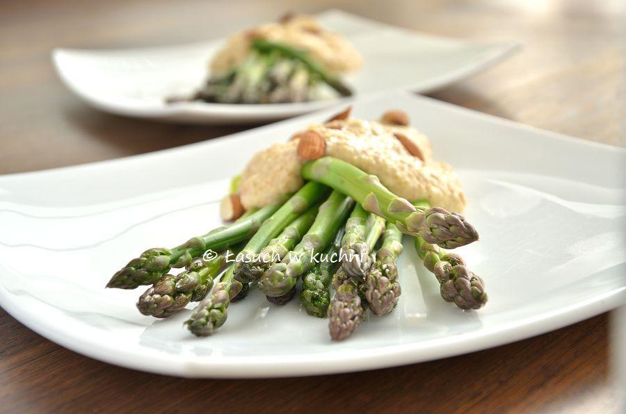 skoraq cooks: Szparagi w migdałowo-serowym sosie ...