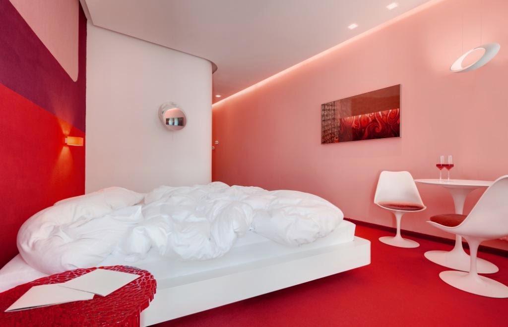 Turismo il boutique design hotel imperialart for Arredamento hotel usato