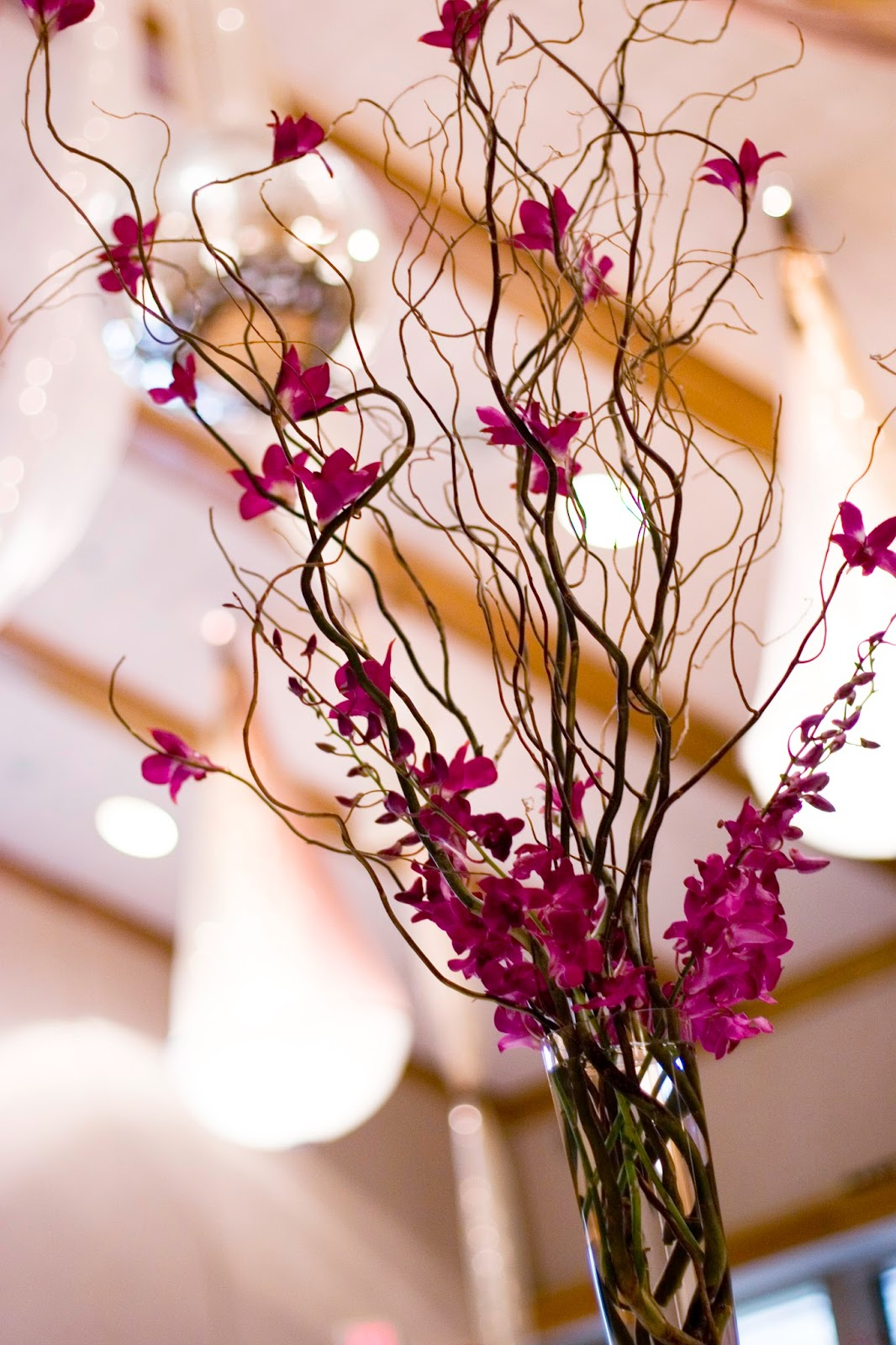 The autumn wedding curly willow branches with orchid