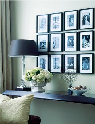 Como decorar con cuadros de fotos colgadadeunapercha - Como decorar una pared blanca ...
