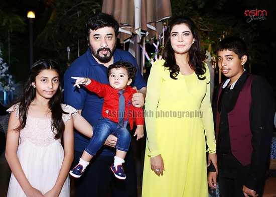 Nida Yasir and Yasir Nawaz with their children