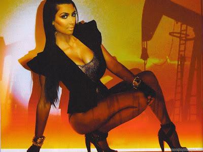 Model Kim Kardashian Wide Wallpaper