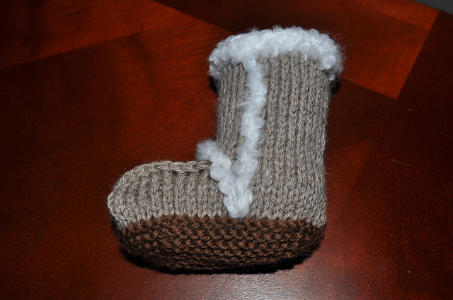 Knitted Baby Uggs Pattern : Lady Kirstren: Baby Uggs?!?