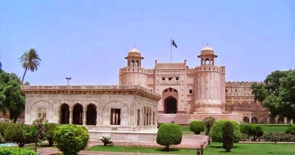 Essay on red fort