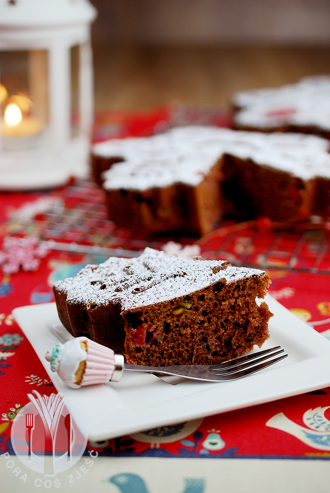 Piernikowe ciasto z żurawiną
