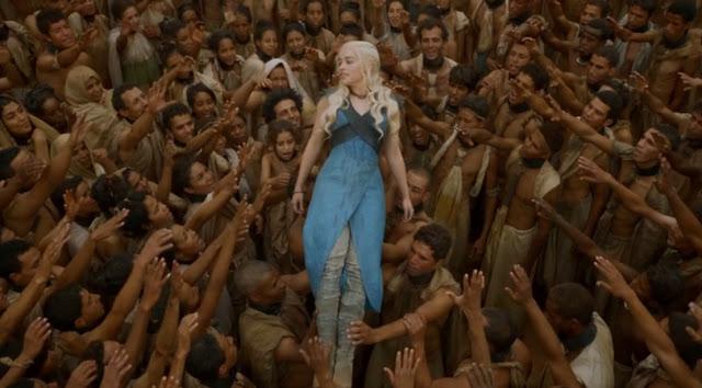 Daenerys aclamada por los libertos de Yunkai - Juego de Tronos en los siete reinos