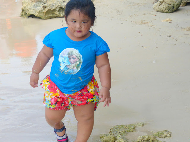 cute little girl at Hundred Islands National Park