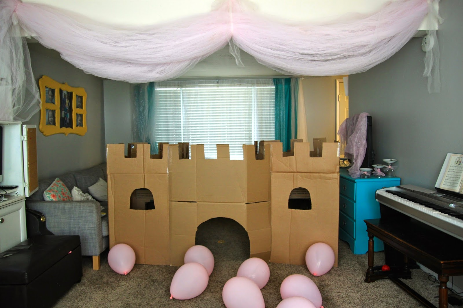 Watch out for the woestmans diy cardboard box castle for Build your own castle home