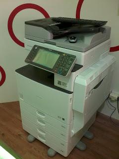 Fotocopy warna RICOH MP C3002