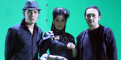Foto Pay feat. Vanya & Irang