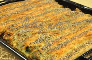 Peynirli Isırgan Otlu Pazılı Börek Tarifi