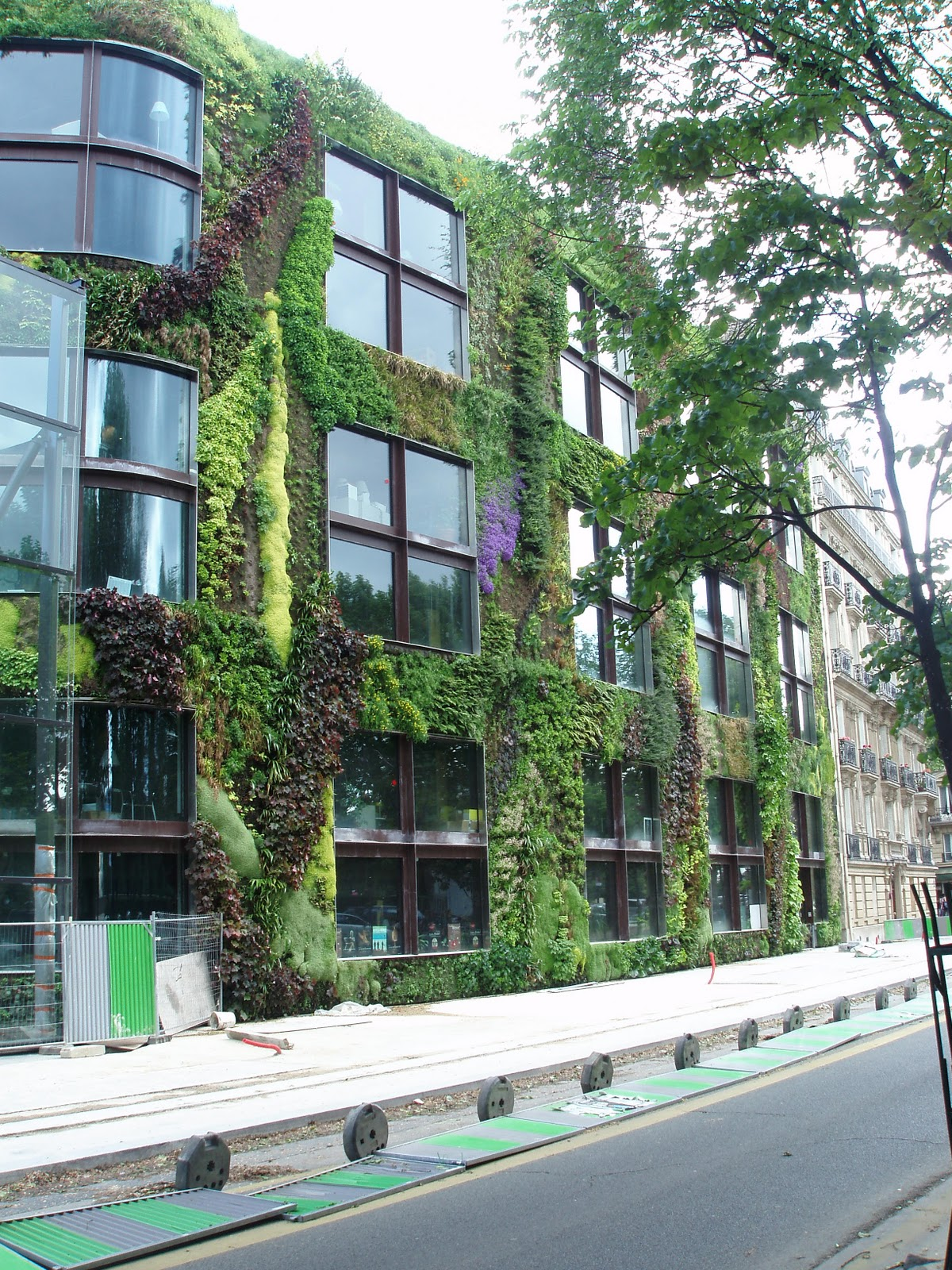 The Vertical Garden On The Wall Of The Musée Des Arts Premiers Quai Branly  In Paris.