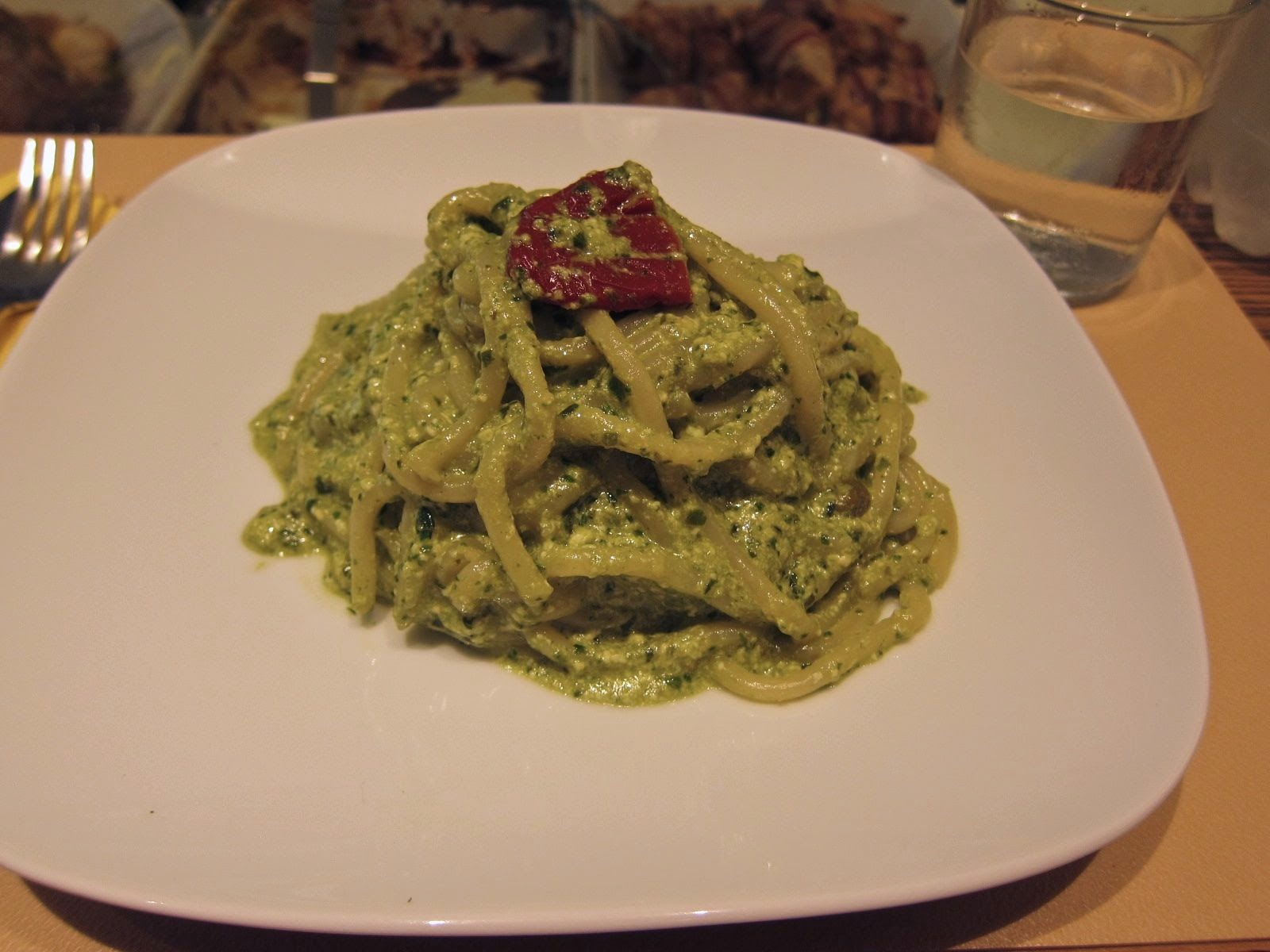 Spaghetti in pesto sauce and sun-dried tomatoes at Zeb