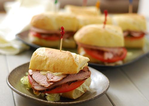 grilled cajun pork po'boy, grilled cajun pork sub, grilled cajun pork sandwich