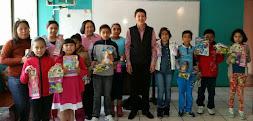 Entregan integrantes de Cabildo Juvenil juguetes por el Día del Niño