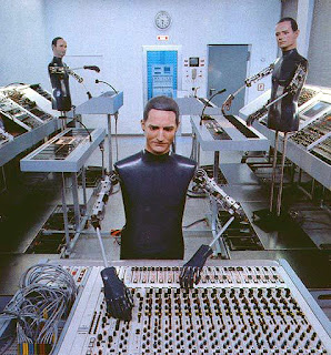 Los robots de Kraftwerk posando en el estudio Kling Klang de Düsseldorf