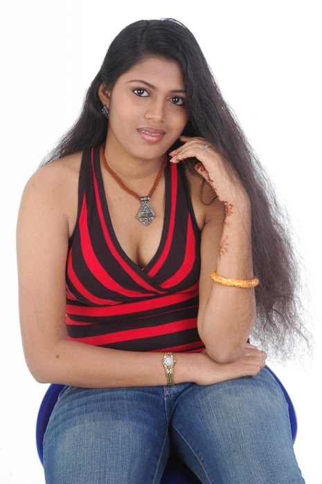 spicy movie aridharam sangeetha hot images