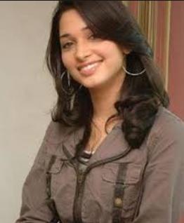 Simran Khanna berperan sebagai Priyamvada
