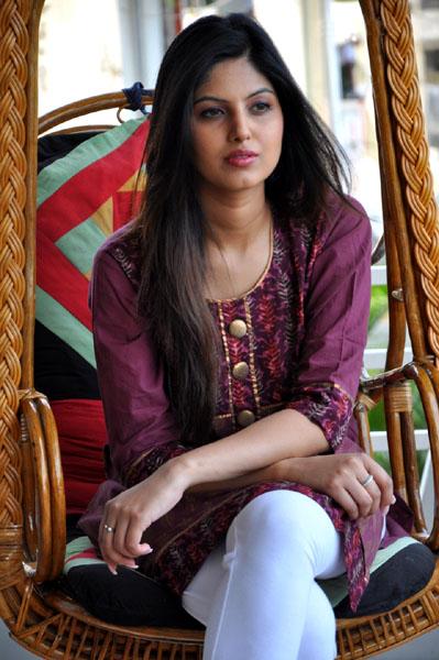 mooga manasulu movie heroine surbhi singwal photos