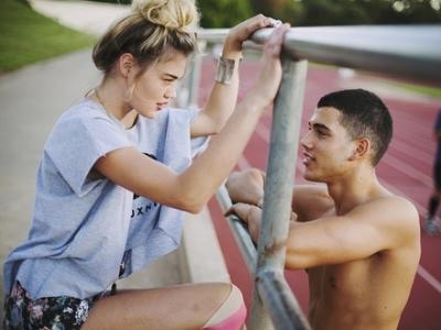 диалог девушки с парнем знакомство