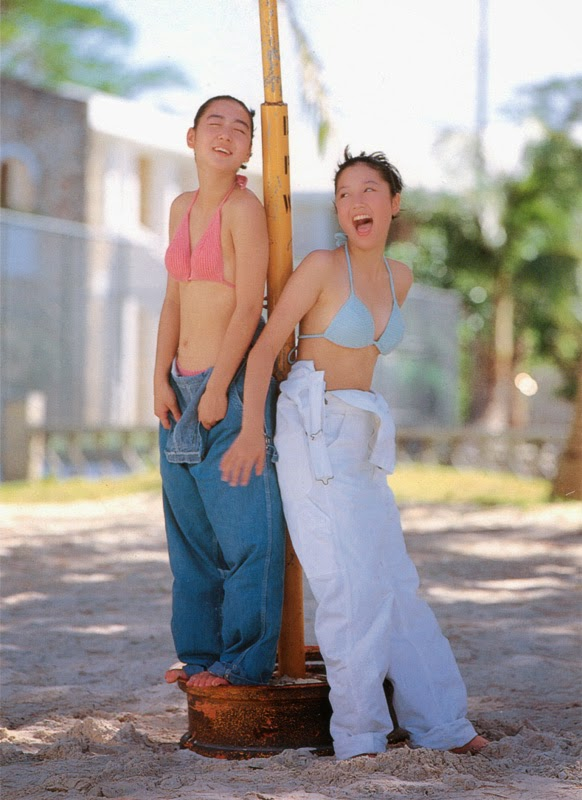 yoko mitsuya and nara saori sexy bikini pics 02