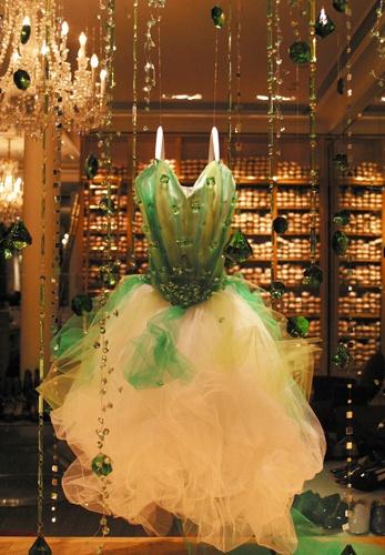 Vitrine Joyeux, green tutu