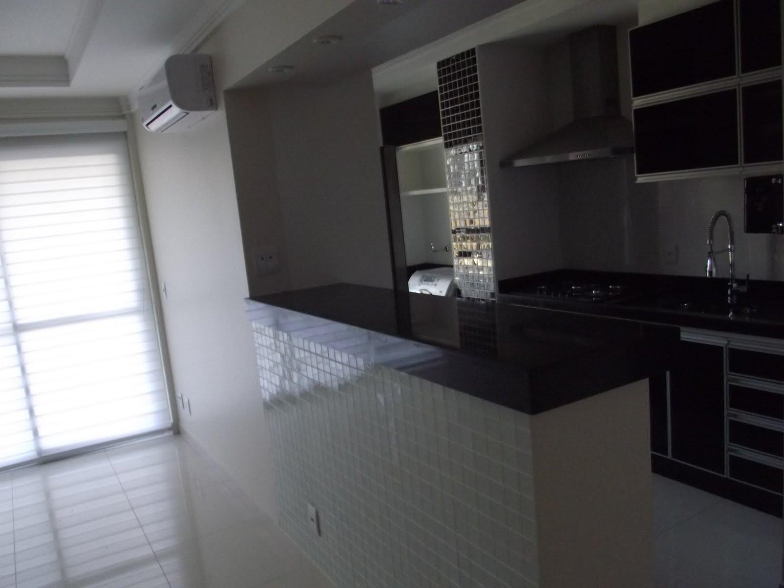 Balcão tipo cozinha americana em Granito Preto São Gabriel #585F73 1600 1200