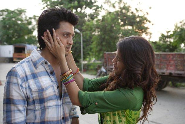 Off-Screen Photo Shoot Of Ritesh And Genelia