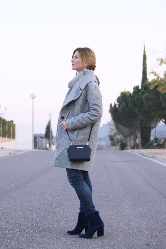 Look en gris y azul