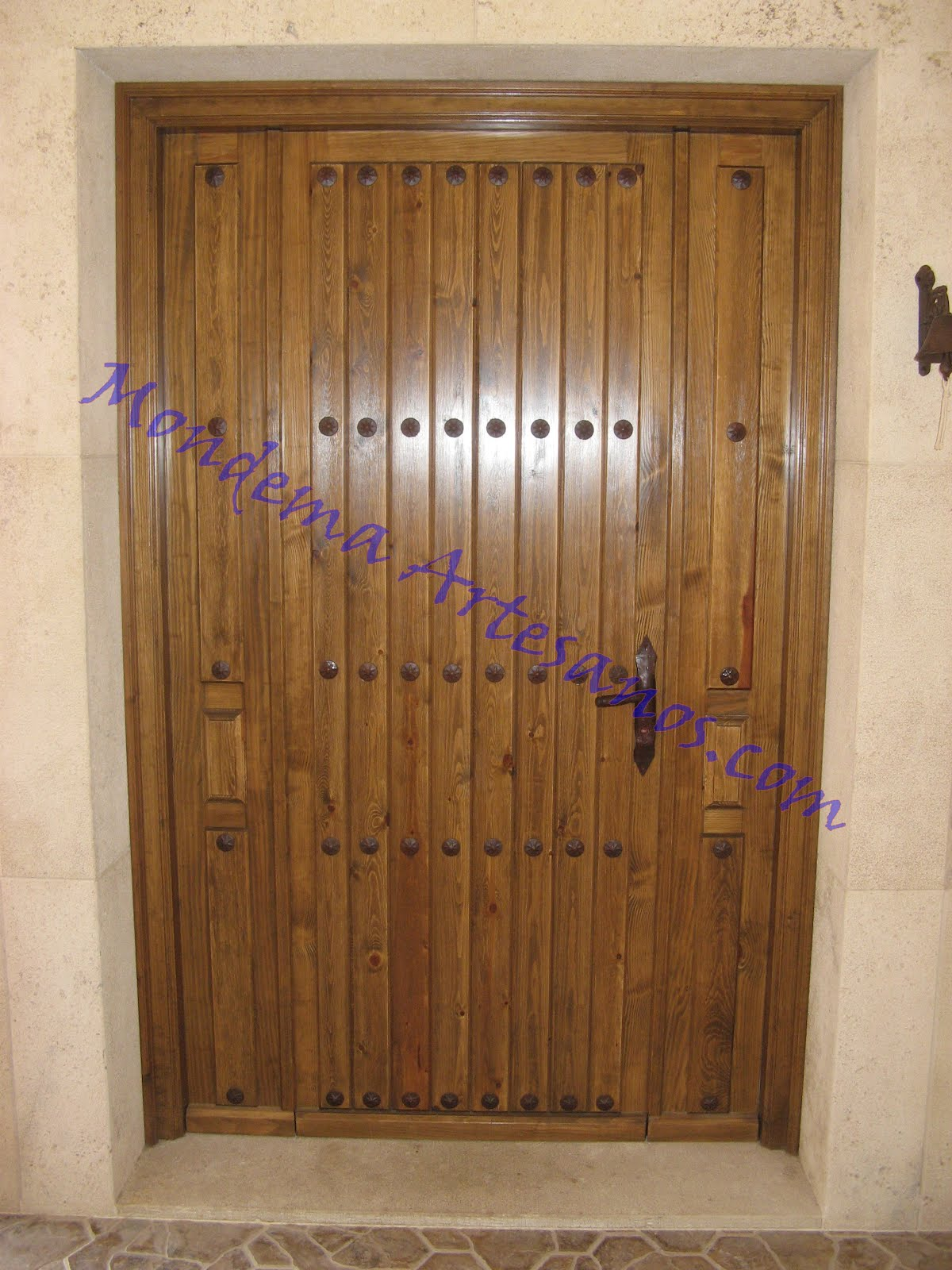 Puerta de exterior r stica artesanos carpinteros - Puerta rustica exterior ...