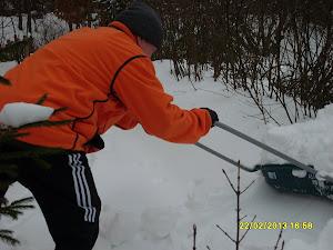 Talonmiespalvelu Tampereelta rientää avuksenne tukkoisen pihan avaamiseksi lumelta ymv:lta
