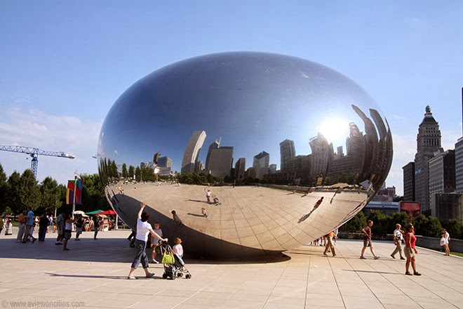 Reflection-on-Cloud-Gate-aka-The-Bean-Millennium-Park