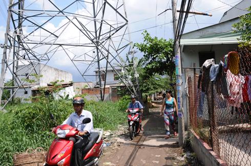 Nhà dân Sài Gòn ở sát đường dây 500kV