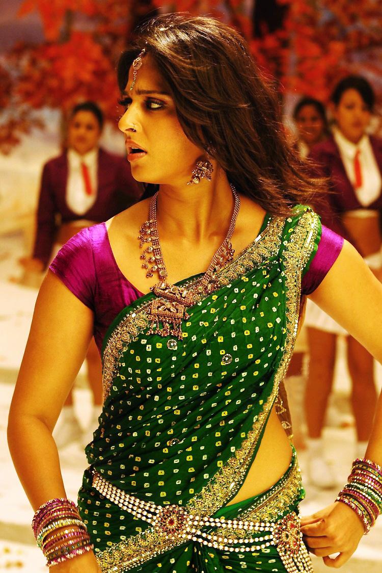 Anushka look spicy in green saree