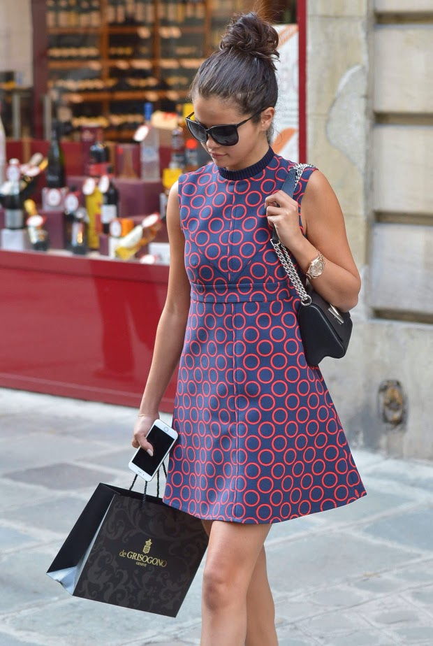 Street Style Selena Gomez Out Shopping In Paris Uskao
