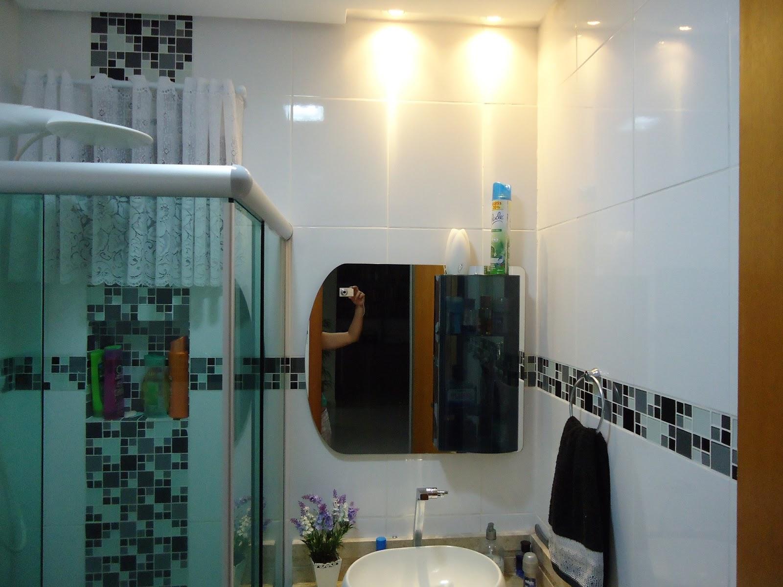 Realizando a Reforma: O Antes e o depois de um pequeno banheiro  #623B12 1600x1200 Antes E Depois De Um Banheiro