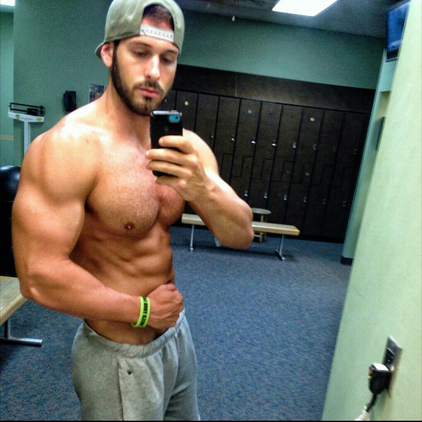 HOW TO BUILD BIG MUSCLES MASS FAST . | Men's Fitness ...