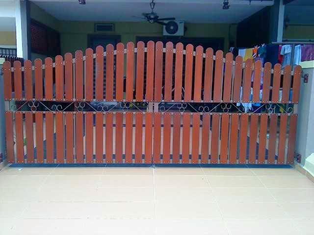 gambar pagar kayu depan rumah