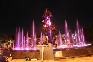 tugu ikan selais ikon kota pekanbaru