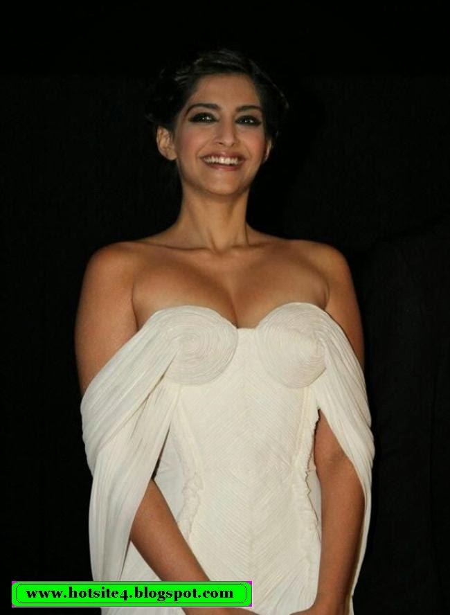 Sonam Kapoor Sexy Photo