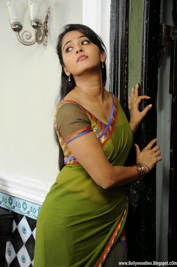 B-Town: Anushka Shetty Hot Saree Unseen Exclusive Photo ...