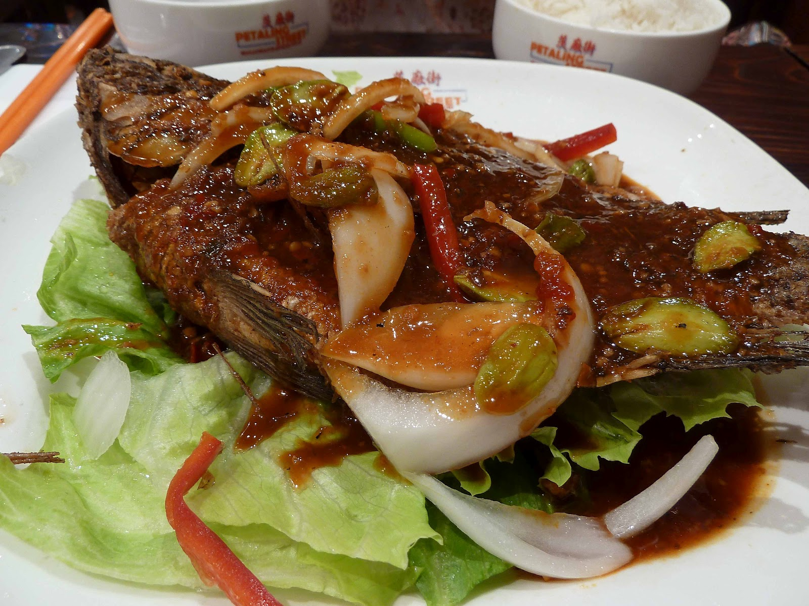 Petaling street review chinatown howie 39 s melbourne for Deep fried whole fish