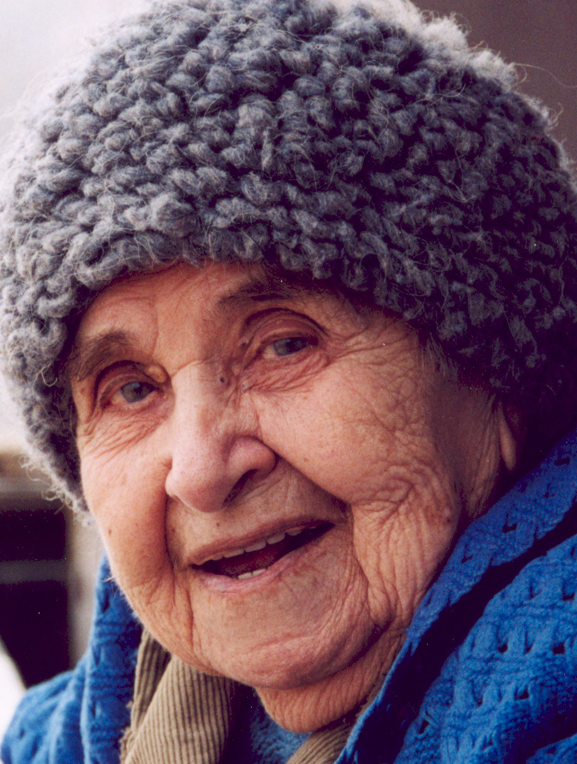 http://1.bp.blogspot.com/-4ijDnS9uJ48/TdY2AfOLMeI/AAAAAAAAAQI/mR9sApEQXRk/s1600/Old-woman.jpg