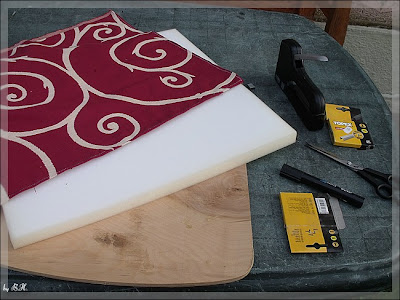 verfilzt zugestrickt alter stuhl im neuen design. Black Bedroom Furniture Sets. Home Design Ideas