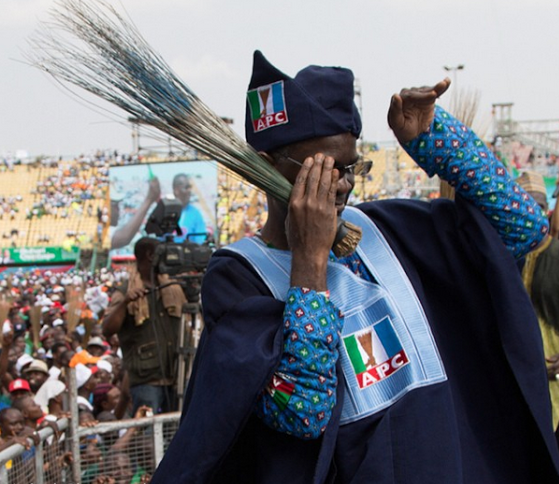 Governor Fashola dancing shoki