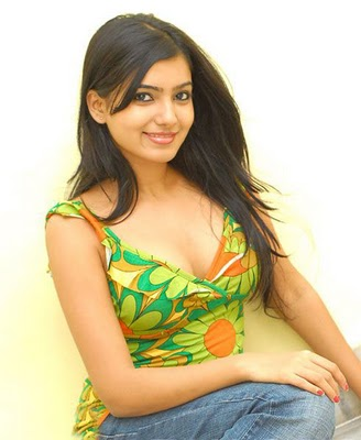 Samantha Hot Cleavage Show Images